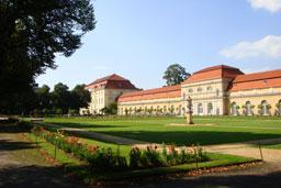 Клиника расположена непосредственно возле парка дворца Шарлоттенбург
